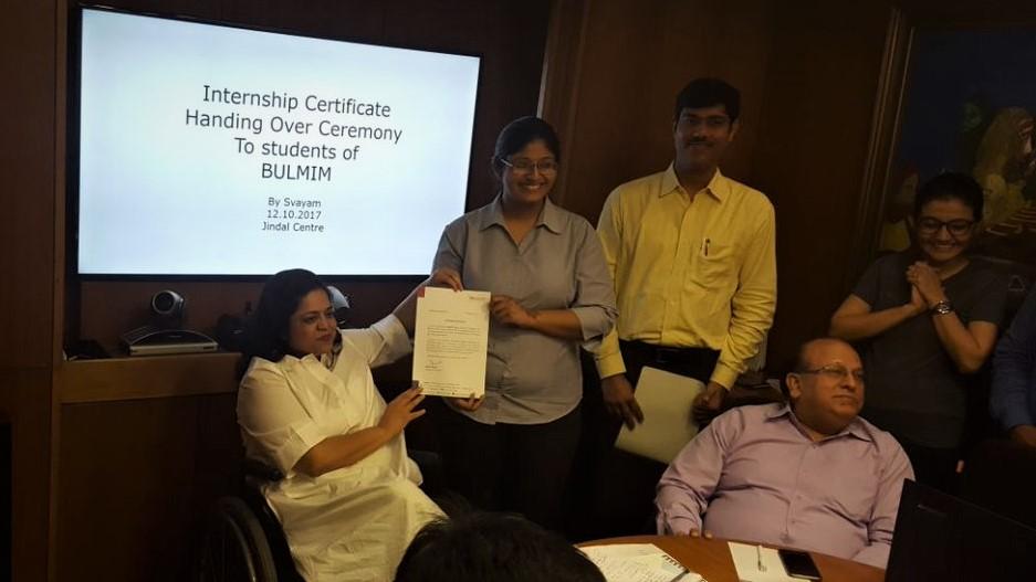 Ms. Sminu Jindal, Founder Svayam, handing over Internship Certificates to Interns
