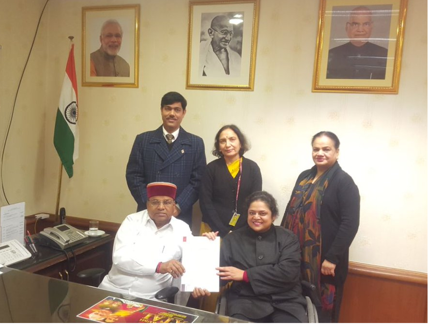 Picture of Svayam Team submitting the Final Recommendation to Hon'ble Minister for Social Justice and Empowerment, Govt. of India