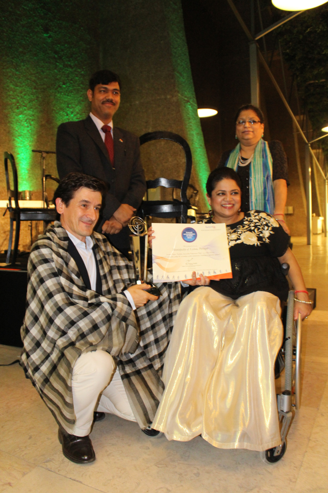 Mr. João Afonso Deputy Mayor for Social Rights, Lisbon Municipality, receiving Svayam Accessibility Award 2015 from Ms. Sminu Jindal, Founder- Svayam